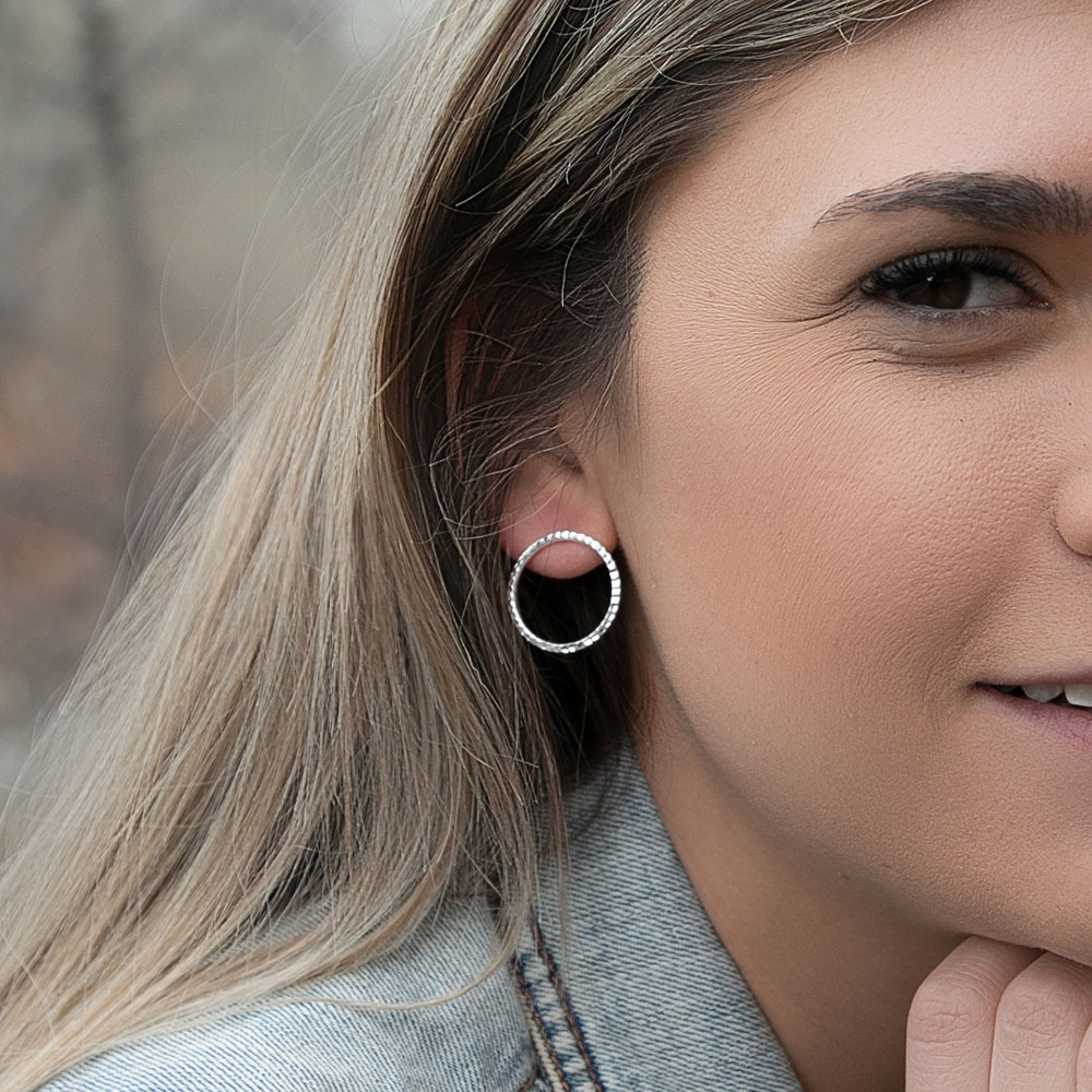 Minimal Rippled Bar Circle Earrings