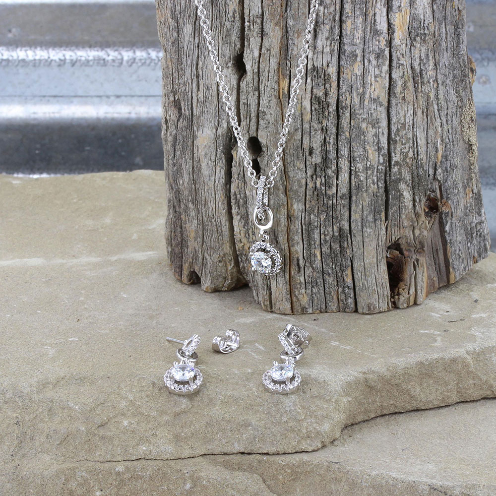 Halo & Horseshoes Jewelry Set